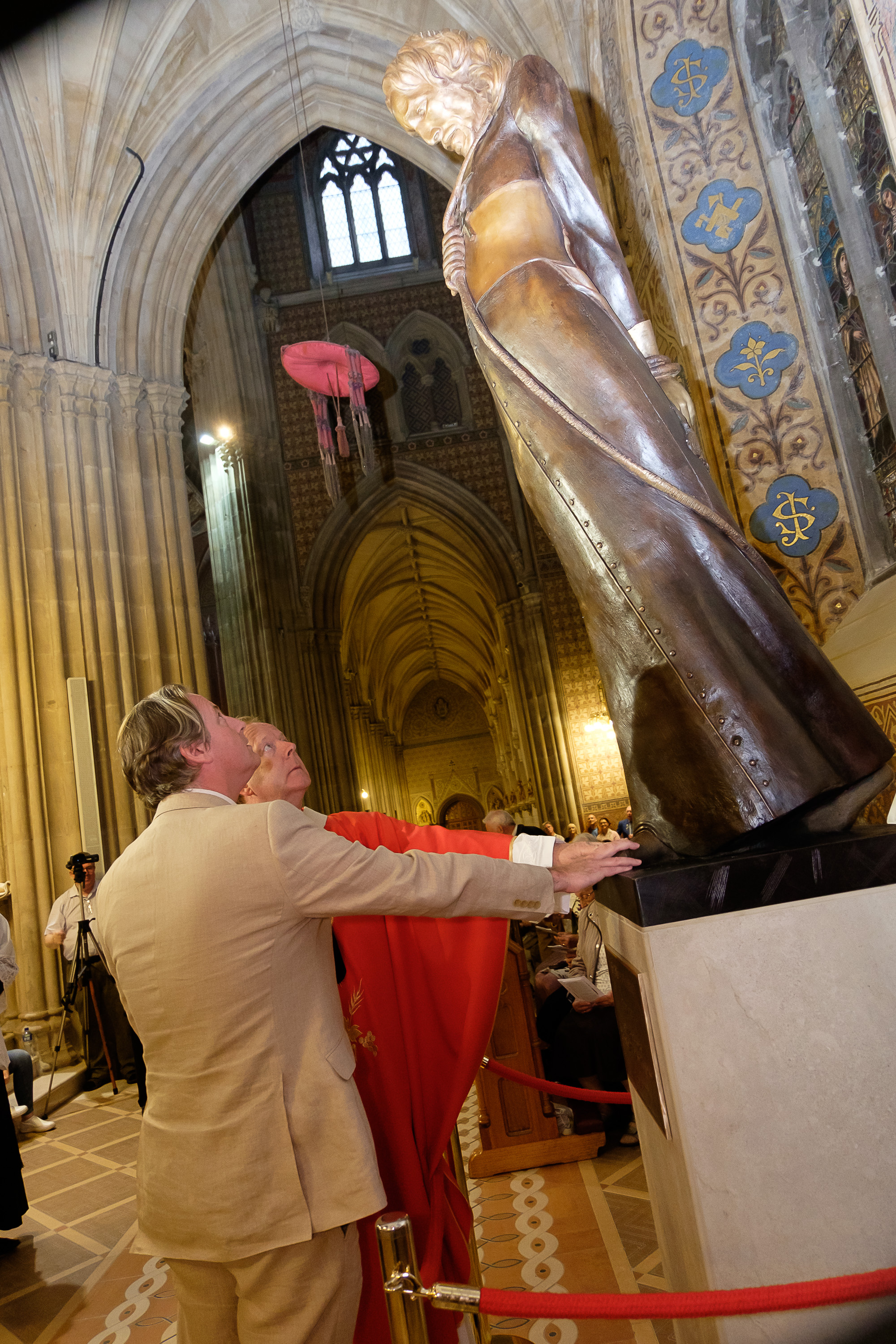 Archbishop Eamon Martin, with the sculptor Dony MacManus, unveils the new statue of St Oliver Plunkett in St Patrick's Cathedral Unveiling of St Oliver Plunkett StatueSt Patrick's Cathedral  Armagh Co.Armagh 9 July 2019CREDIT: LiamMcArdle.com
